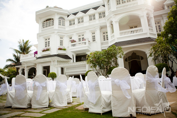 confetti-outdoor-wedding-1-4220-1396319431