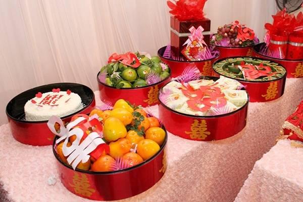 Cách chuẩn bị mâm quả và tuần tự trao mâm quả trong ngày cưới
