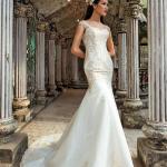 """Những chiếc váy cưới """"Ăn gian chiều cao"""" cho nàng dâu Việt"""