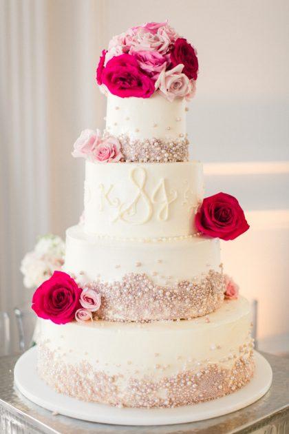 Những mẫu bánh cưới đẹp với hoa