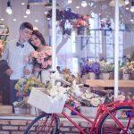 So sánh chụp ảnh cưới ngoại cảnh và trong Studio
