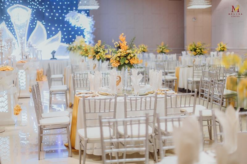 Tiệc Cưới Cao Cấp Với Những Chiếc Ghế Tiffany